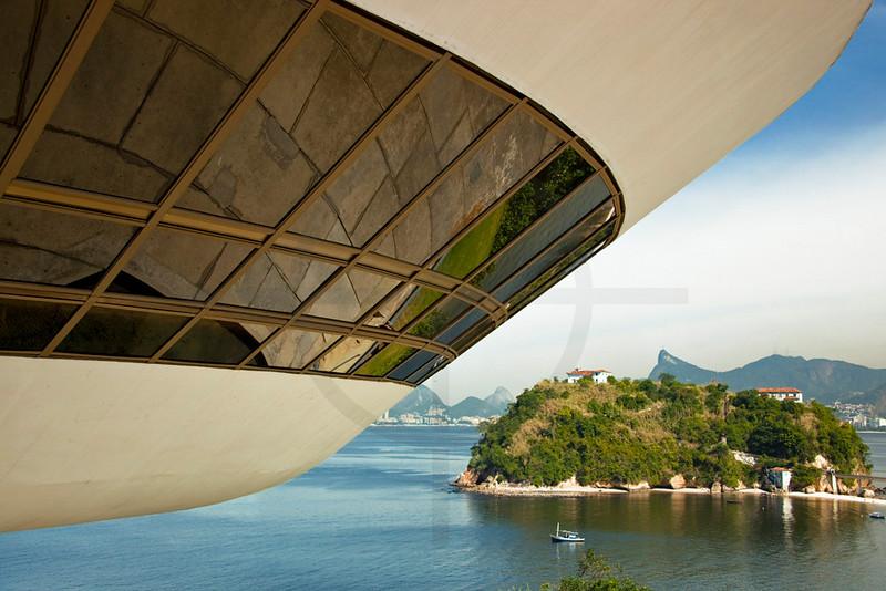 Museum of contemporary art and Baía de Guanabara, Niterói, Rio de Janeiro State, Brazil