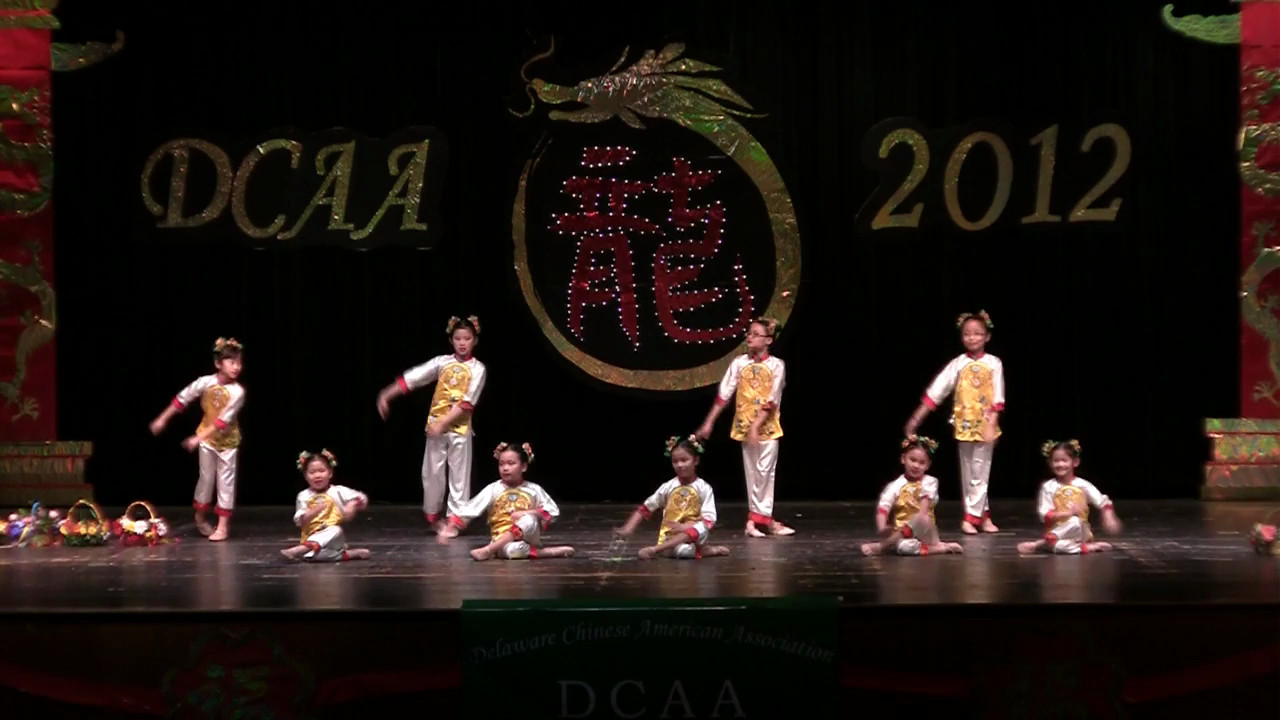 Dance: Flower Basket儿童舞蹈  花篮<br /> CACC Children's Folk Dance Club, 指导老师: 宋安美