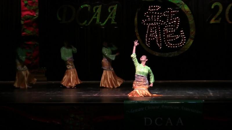 Dancing: Dai Ethnic Dance舞蹈 傣族舞<br /> Red Sorghum Dance Group红高粱舞蹈队