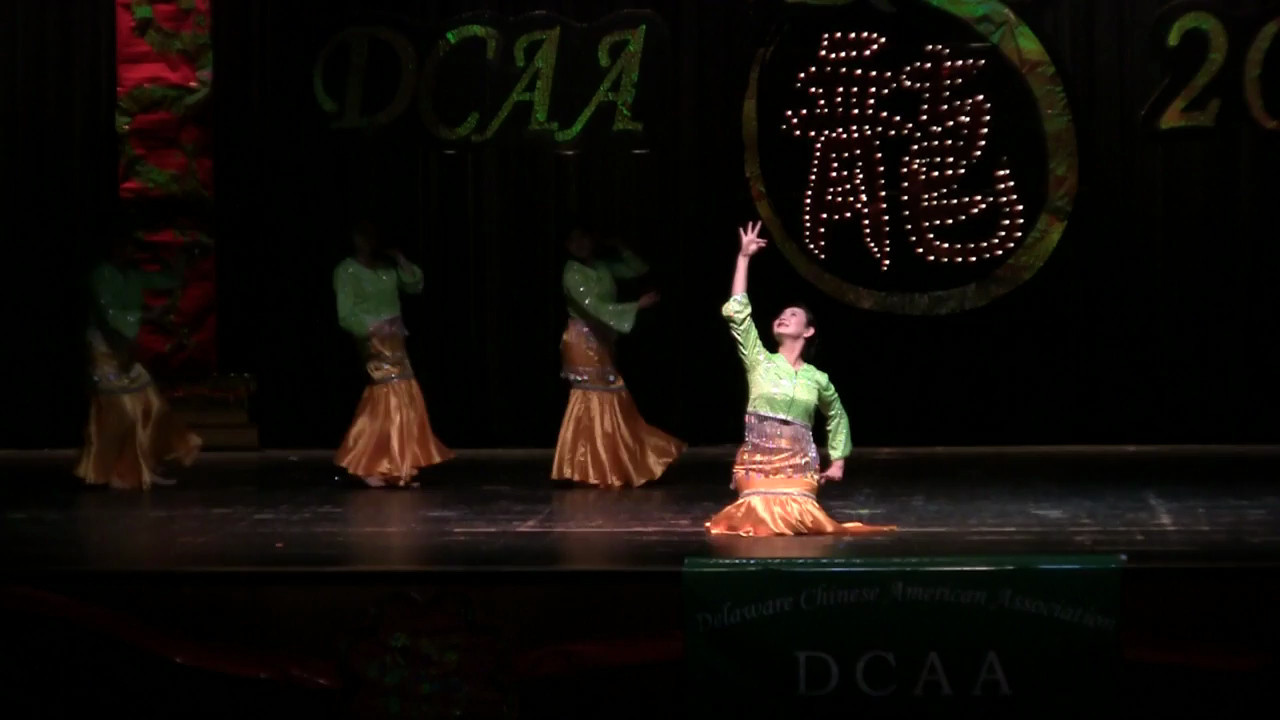 Dancing: Dai Ethnic Dance舞蹈 傣族舞<br /> Red Sorghum Dance Group红高粱舞蹈队