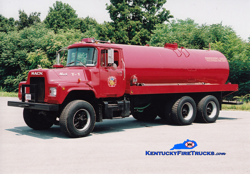<center> Breeding  Tanker 1 <br> 1976 Mack DM/Local 0/4000  <br> Greg Stapleton photo </center>