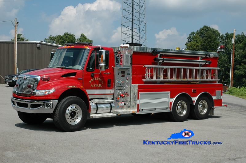 <center> Breeding  Tanker 2 <br> 2008 International 7400/Wynn 500/3500 <br> Greg Stapleton photo </center>