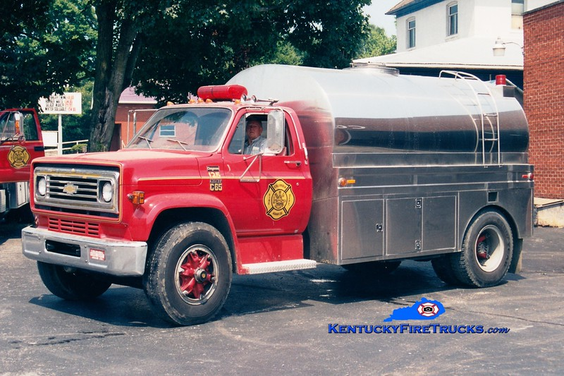<center> RETIRED <br> Columbia-Adair County  Tanker 125 <br> 1978 Chevy C65/Bluegrass 250/2000<br> Greg Stapleton photo </center>