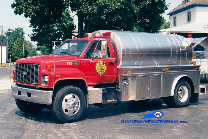 <center> Columbia-Adair County  Tanker 123 <br> 1996 Chevy C8500/Starr Stainless 500/1800<br> Greg Stapleton photo </center>