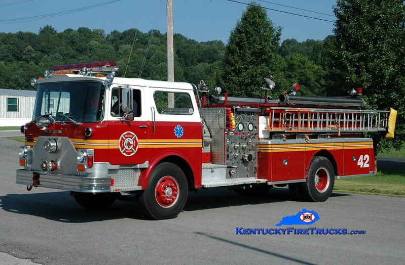 <center> Knifely  Engine 2 <br> x-St. Matthews, KY  <br> 1982 Mack CF 1500/600  <br> Greg Stapleton photo </center>