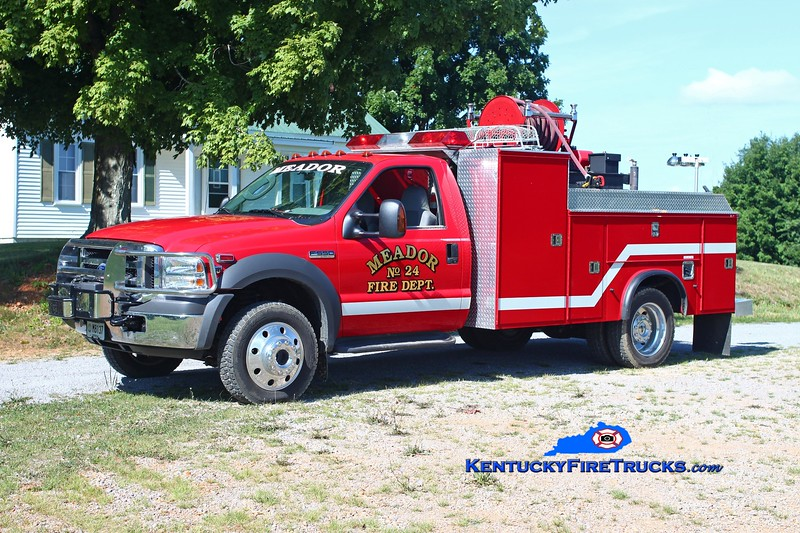 <center> Meador  Engine 24 <br> 2005 Ford F-450 4x4/Stewarts 250/300/10 <br> Kent Parrish photo <br> </center>