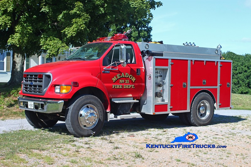 <center> Meador  Engine 21 <br> 1999 Ford F-750/Wimpee's Welding 500/1000 <br> Kent Parrish photo <br> </center>