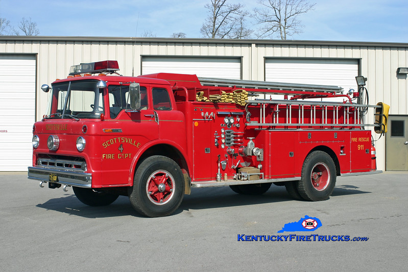<center> Scottsville  Engine 4 <br> 1968 Ford C-800/American 750/500/Quad <br> Kent Parrish photo </center>