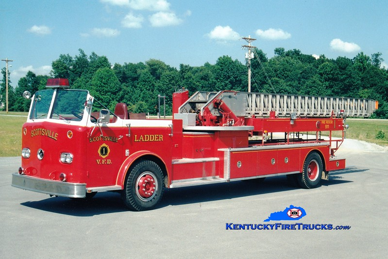 <center> RETIRED <br> Scottsville  Ladder 1 <br> x-Fort Worth, TX <br> 1961 Pirsch 85'  <br> Greg Stapleton photo </center>