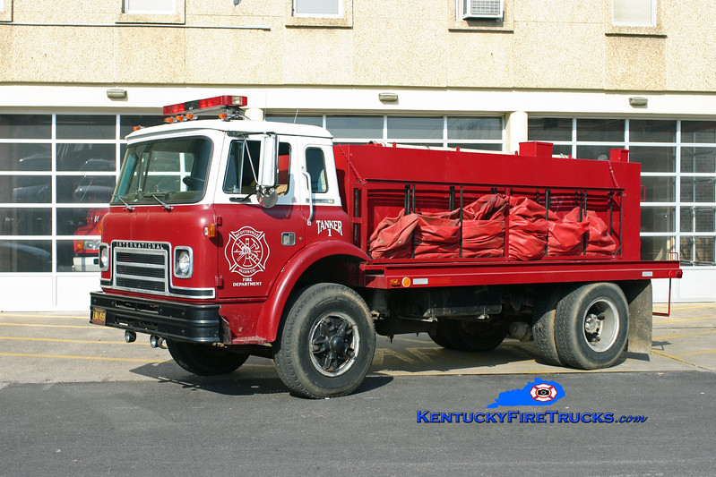 <center> Scottsville-Allen County  Tanker 1 <br> 1982 International CO-1850B/Wimpee Welding 250/1600 <br> Kent Parrish photo </center>