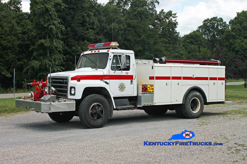 <center> South Allen  Engine 32 <br> 1986 International S1700/Altec/Local 750/1000 <br> Kent Parrish photo <br> </center>