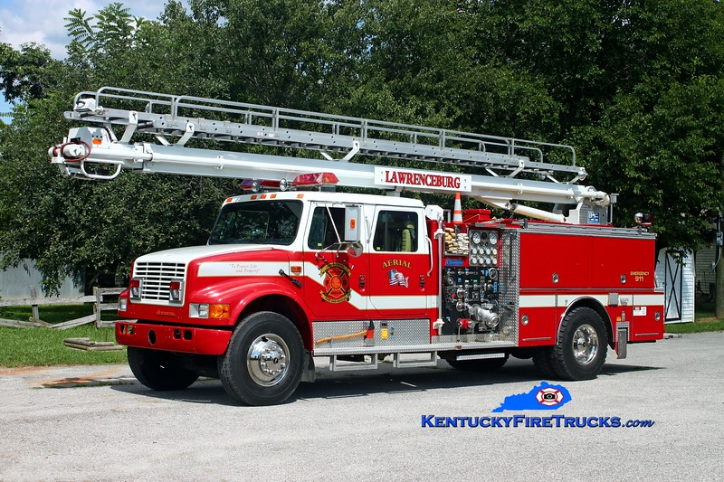 <center> Lawrenceburg Engine 33  <br> x-Woodlawn, KY; Cave City, KY <br> 1990 International 4900/Boardman 1250/500/55' Read-Tower <br> Kent Parrish photo </center>