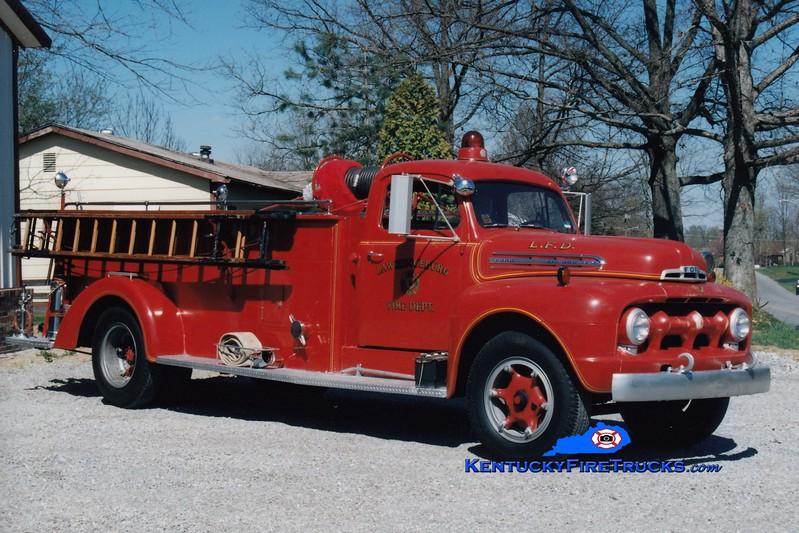 <center> Lawrenceburg  Antique <br> 1955 Ford F/Boyer 750/500 <br> Greg Stapleton photo </center>