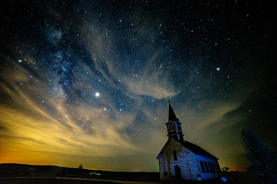#milkyway #galaxy #cranfillsgap #church #nightsky #lightpollution #jupiter #astrophotograpghy #rokinon #wideangle #clouds