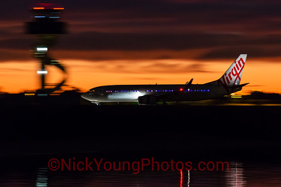 Virgin Australia Boeing 737-800 arrives before dawn