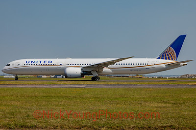 United Boeing 787-10 Dreamliner