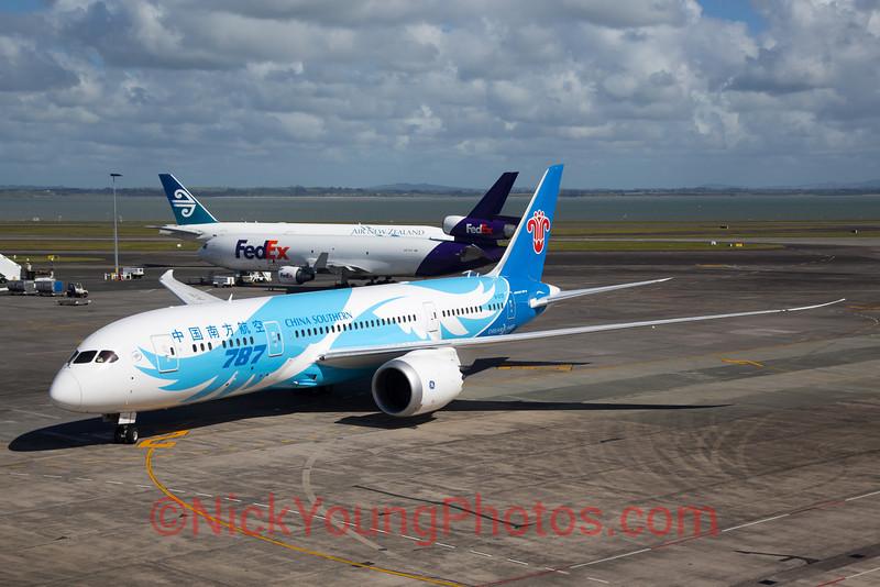http://www.nickyoungphotos.com/Photos/Aviation/NewZealand/i-ZS22MTb/0/L/IMG_0962postlrbig-L.jpg