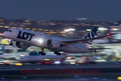 LOT Boeing 787-8