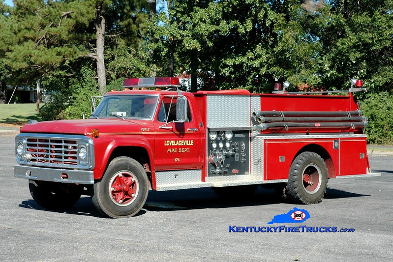 <center> Lovelaceville  Tanker 2 <br> x-Daviess County, KY <br> 1975 Ford F-700/Pierce 400/1000 <br> Greg Stapleton photo </center>