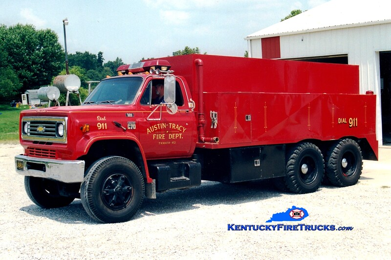 <center> RETIRED <br> Austin-Tracy  Tanker 62 <br> 1976 Chevy C70/Local 250/2000 <br> Greg Stapleton photo <br> </center>