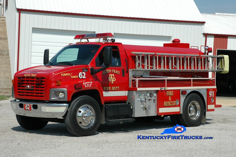 <center> Austin-Tracy  Pumper-Tanker 62 <br> 2004 GMC 7500/Deep South 500/2000 <br> Greg Stapleton photo <br> </center>