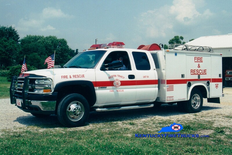 <center> Austin-Tracy  Unit 64 <br> 2001 Chevy 3500 4x4/Stewarts 250/250 <br> Greg Stapleton photo <br> </center>