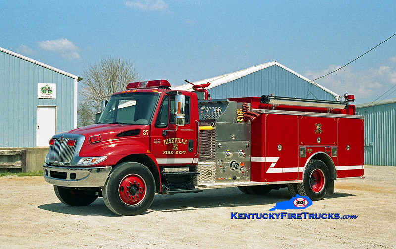 <center> Hiseville  Engine 37 <br> 2003 International 4400/KME 1250/1000 <br> Kent Parrish photo </center>