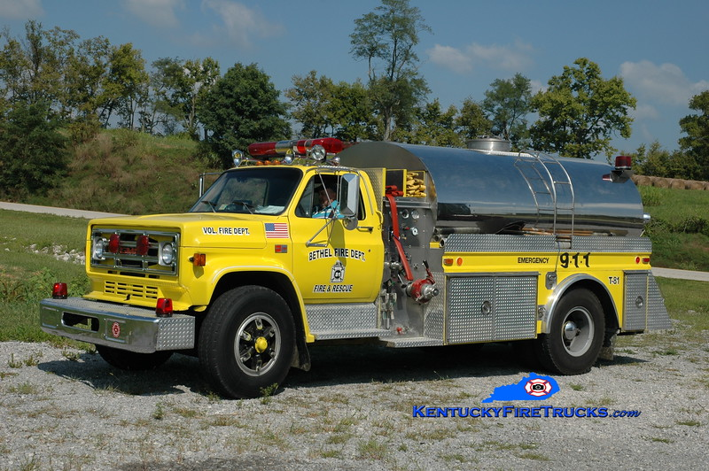 <center> Bethel  Tanker 81 <br> 1988 GMC/4 Guys 500/2000 <br> Greg Stapleton photo </center>
