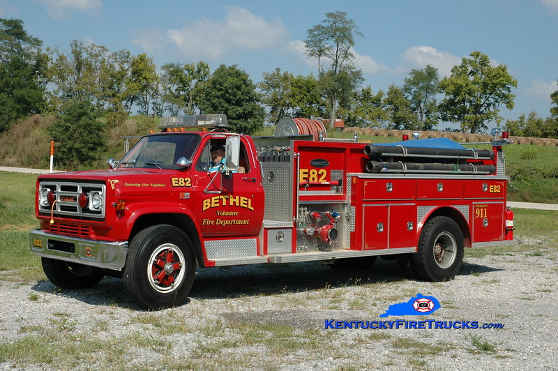 <center> Bethel  Engine 82 <br> 1981 GMC 7000/E-One 1000/1000 <br> Greg Stapleton photo </center>