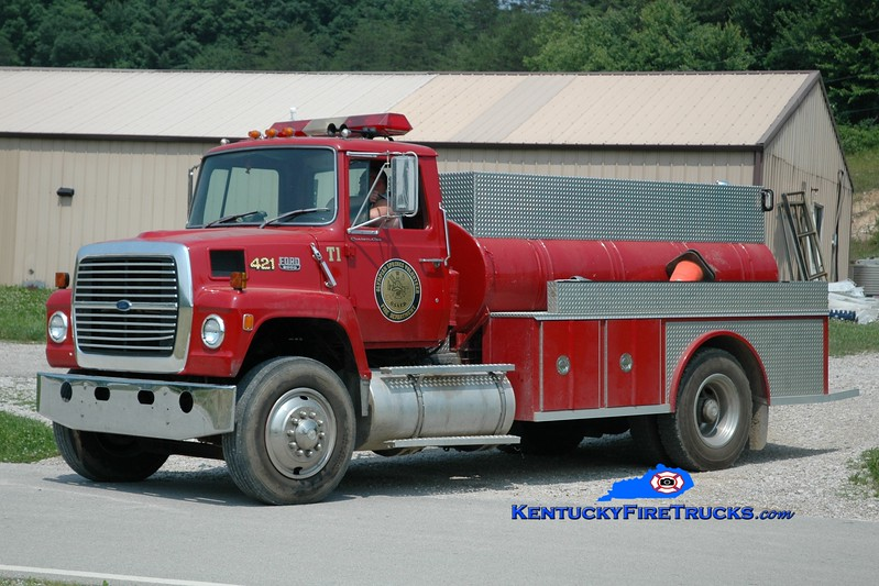 <center> Olympian Springs  Tanker 1 <br> x-Grahn, KY <br> 1982 Ford L/Allegheny 100/1200  <br> Greg Stapleton photo </center>