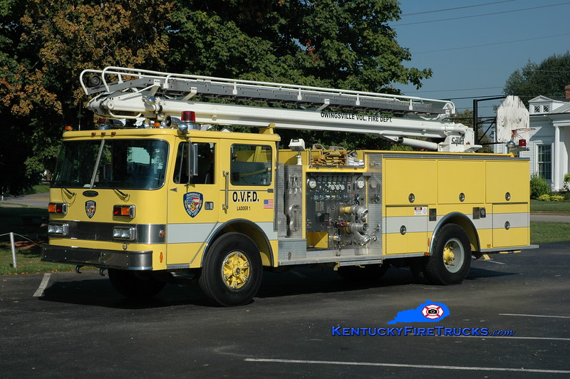 <center> RETIRED <br> Owingsville   Ladder 1 <br> x-Oak Park, MI  <br> 1988 Pierce Arrow/1976 Mack 1500/500/50' Telesqurt  <br> Greg Stapleton photo </center>
