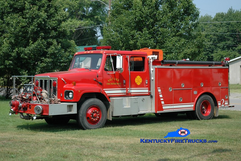 <center> Salt Lick  Engine 2 <br> x-Lexington, KY <br> 1986 International S/SPI 1000/1000  <br> Greg Stapleton photo </center>