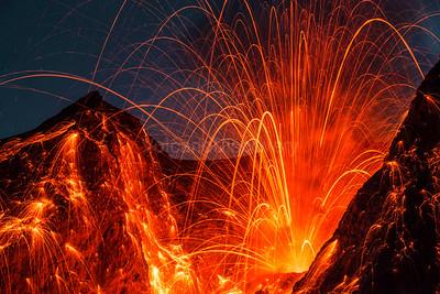Strong eruption at Batu Tara