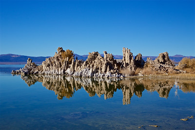 ML-191031-0004 South Tufa vista point has several large tufas