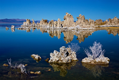 ML-191031-0002 This tufa is at the South Tufa vista point