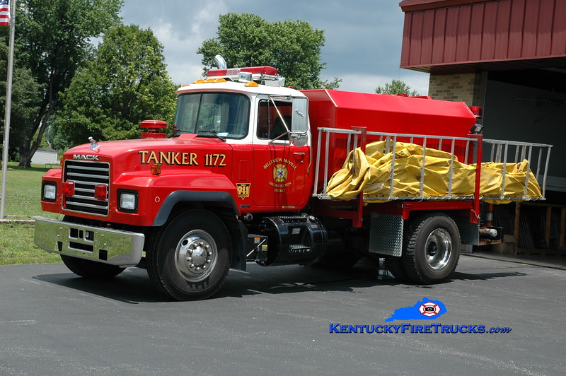 <center> RETIRED <br> Belleview-McVille  Tanker 1172 <br> 1999 Mack RD/Jayron 0/2000 <br> Greg Stapleton photo </center>