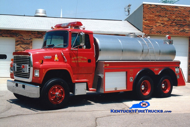 <center> Burlington  Tanker 721 <br> 1992 Ford L8000/Summit 250/2500 <br> Greg Stapleton photo </center>