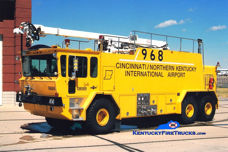 <center> RETIRED <BR> Cincinnati/Northern Kentucky International Airport  Crash 968 <br> 1986 Oshkosh T3000 1500/3000/410/1998 CRES 52' Snozzle <br> Greg Stapleton photo </center>
