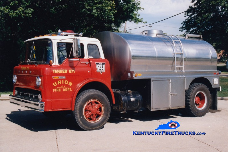 <center> RETIRED <br> Burlington  Tanker 671<br> 1978 Ford C/Bluegrass 0/1800 <br> Greg Stapleton photo </center>