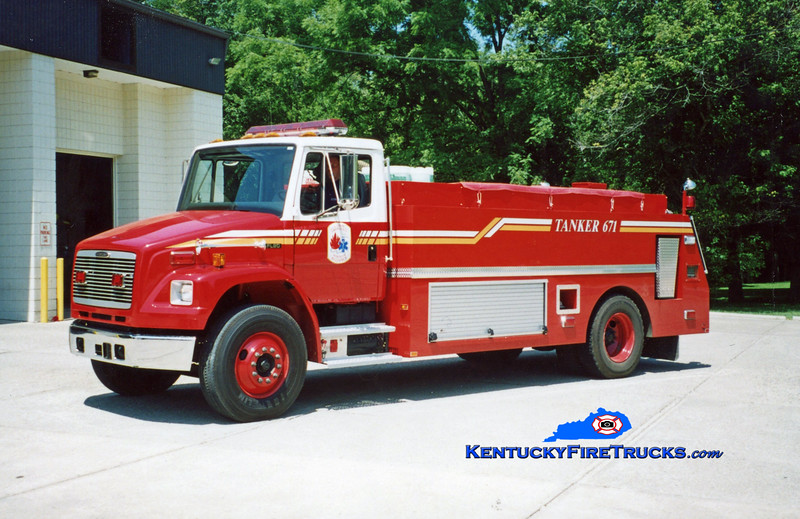 <center> Union  Tanker 671 <br> 2001 Freightliner FL80/Monroe Truck 0/2000 <br> Kent Parrish photo </center>