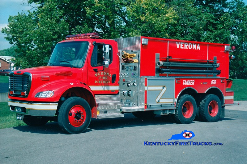 <center> Verona  Tanker 870 <br> 2004 Freightliner M2/Summit 1000/3000  <br> Greg Stapleton photo </center>