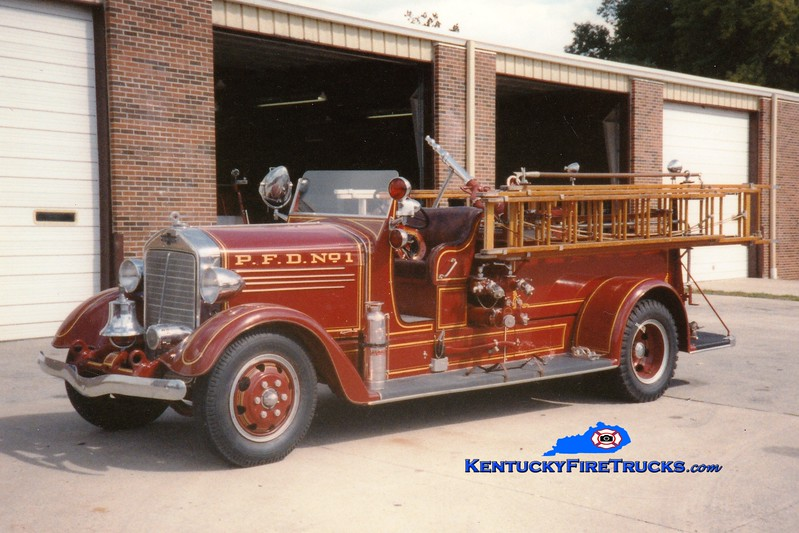 <center> Paris  Antique  <br> x-Engine 1 <br> 1938 American LaFrance 400 Series 1000/100 <br> Greg Stapleton photo </center>