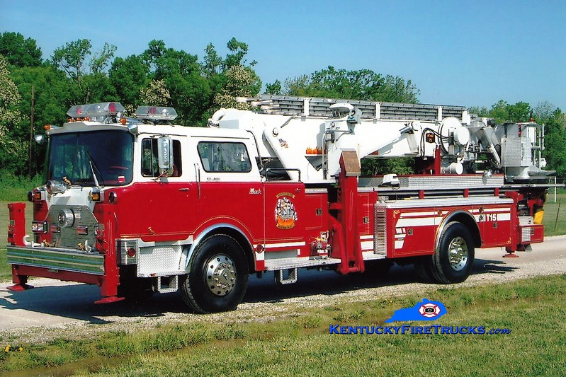 <center> RETIRED <br> Paris  Reserve Tower 2 <br> x-Huntington Manor, NY <br> 1974 Mack CF/Baker 75' Aerialscope <br> Greg Stapleton photo </center>