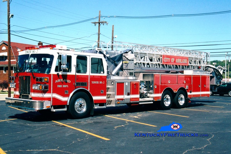 <center> Ashland  Tower 2 <br> 2001 Sutphen 1500/0/100'  <br> Greg Stapleton photo <br> </center>