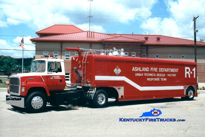 <center> Ashland  Rescue 1 <br> 1991 Ford L9000/Hackney   <br> Greg Stapleton photo <br> </center>