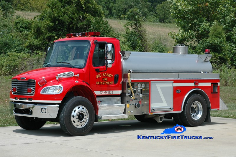 <center> Big Sandy  Tanker 4 <br> 2006 Freightliner M2-106/Bluegrass 500/2000 <br> Greg Stapleton photo </center>