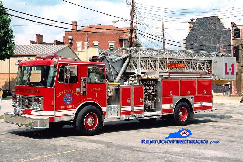 <center> Catlettsburg  Ladder 1  <br> x-Warren, MI <br> 1986 Pemfab/Sutphen 1500/200/65' <br> Greg Stapleton photo </center>