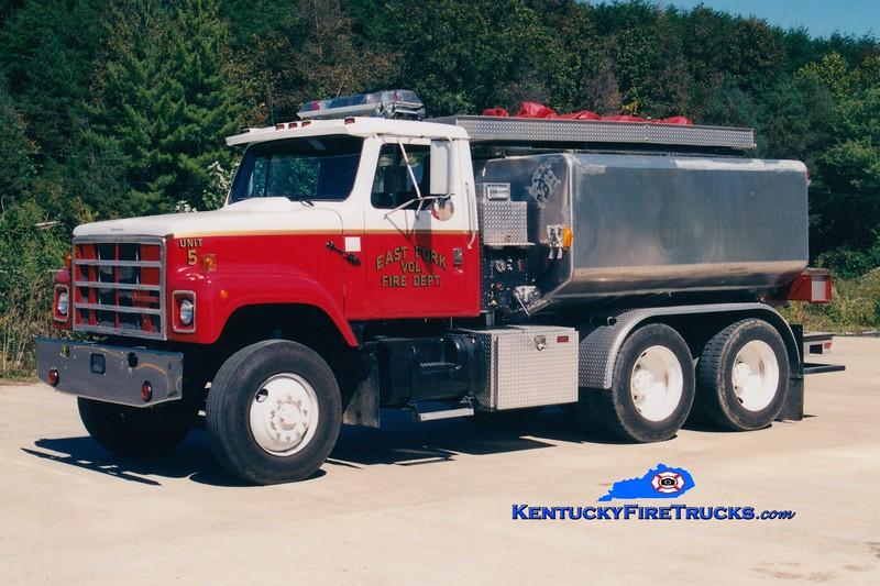 <center> East Fork  Tanker 5 <br> 1987 International S2500/Boyd Services 250/2500 <br> Greg Stapleton photo </center>