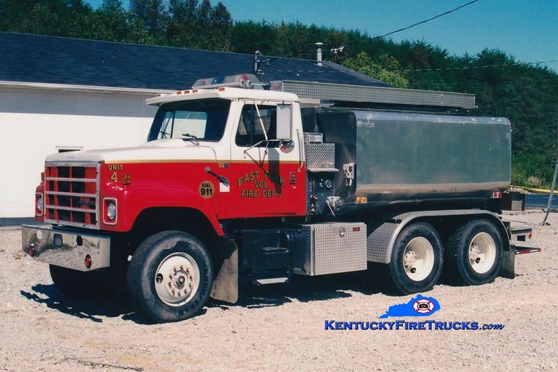 <center> East Fork  Tanker 4 <br> 1988 International S2500/Boyd Services 250/2500 <br> Greg Stapleton photo </center>