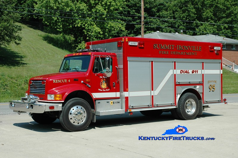 <center> Summit-Ironville  Rescue 4 <br> 1999 International 4900/E-One  <br> Greg Stapleton photo </center>